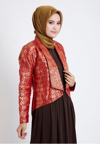 Modelnya terlihat lebih elegan karena dipadukan dengan busana muslimah yang tertutup dan hijab yang senada. Blazer muslimah yang sedang trend di Indonesia ...