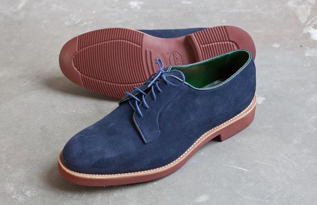Sepatu derby memiliki konstruksi open lacing. Penampilannya sangat adaptif 803a640932