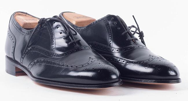 Sepatu Oxford. Sepatu oxford sering salah dikategorikan sebagai tipe sepatu  derby. Sepatu jenis oxford memiliki konstruksi closed lacing ... 6ee62dbee8